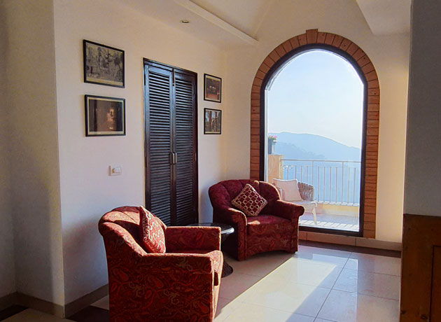 best-resort-luxury-accommodation-in-kasauli-view-from-balcony