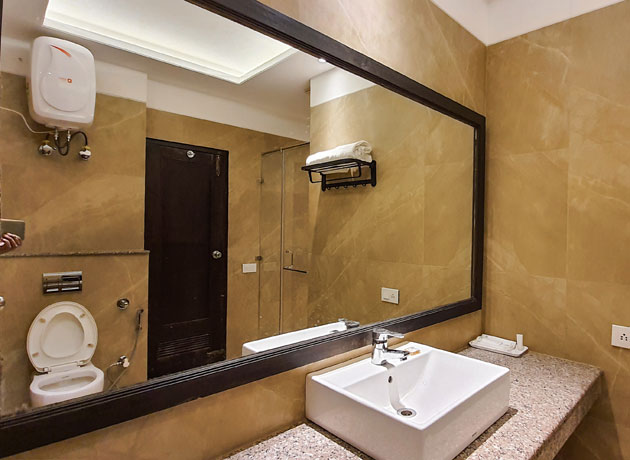 timbuk-too-kasauli-spacious-washrooms
