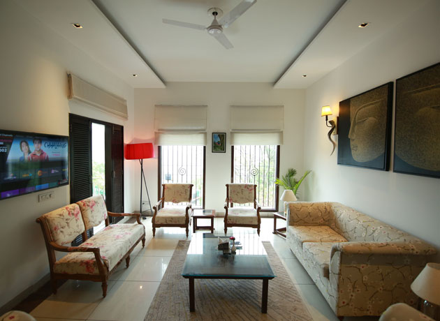 timbuk-too-kasauli-villas-rooms-cottages-resorts-hotels-accommodation-in-kasauli-best-price-living-area